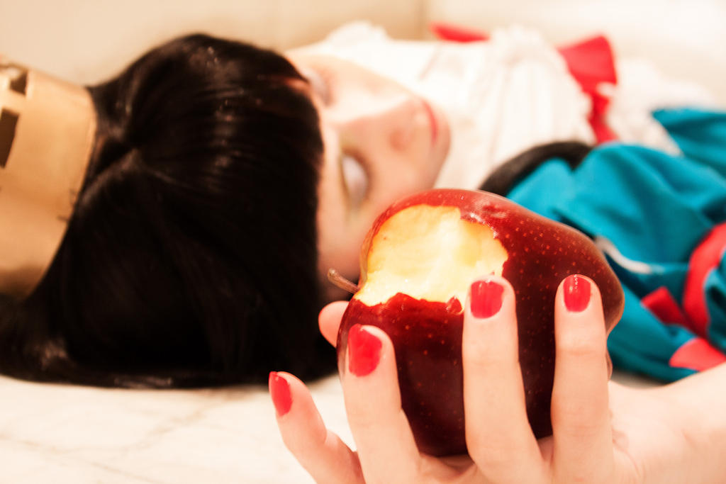 Poisoned Apple by Sora-yaoi