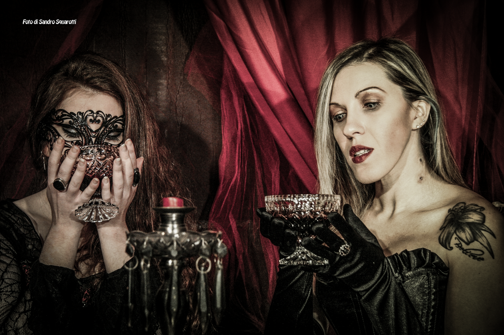 victorian vs vampire Goth vs vampire different sociological groups evolve in the course of time an original group can evolve into another one with just a slight difference in beliefs or tradition.