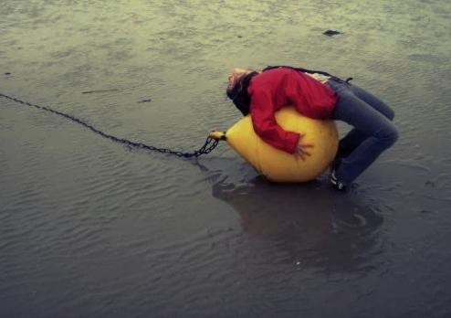 la bouee jaune by nobuses