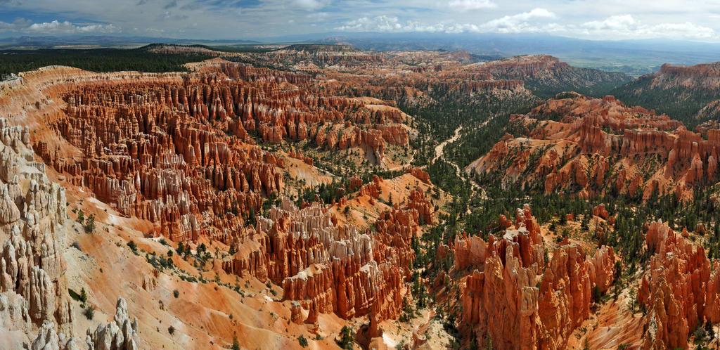 Bryce Canyon by Mottsei