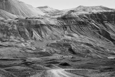 Iceland Valley by Mottsei