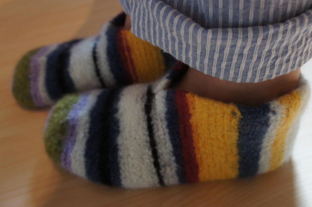 Scrap-busting felted slippers by Ompabop