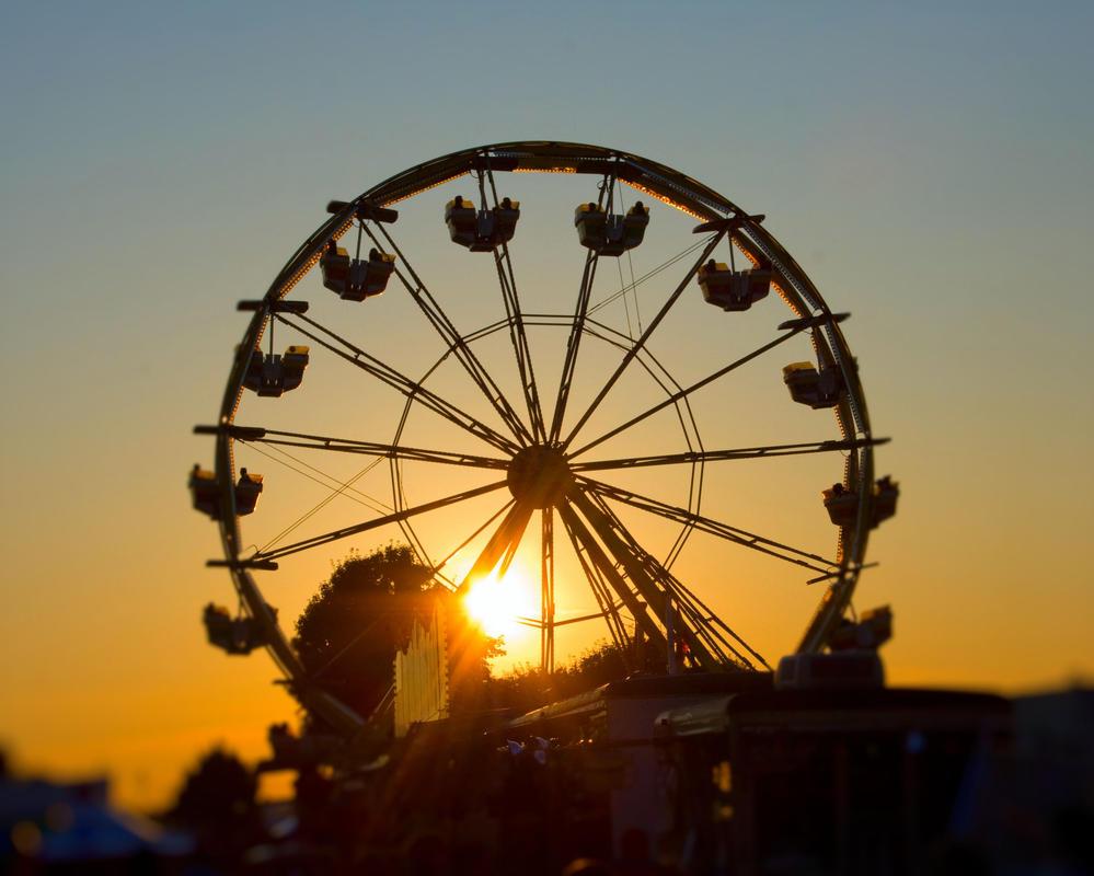 Ferris Wheel 1 Selective Focus by funygirl38