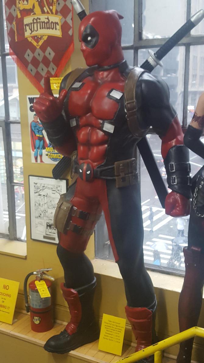 Deadpool Statue by ENIMINEMOE