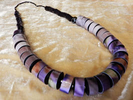 Paper necklace black and purple by OmbryB