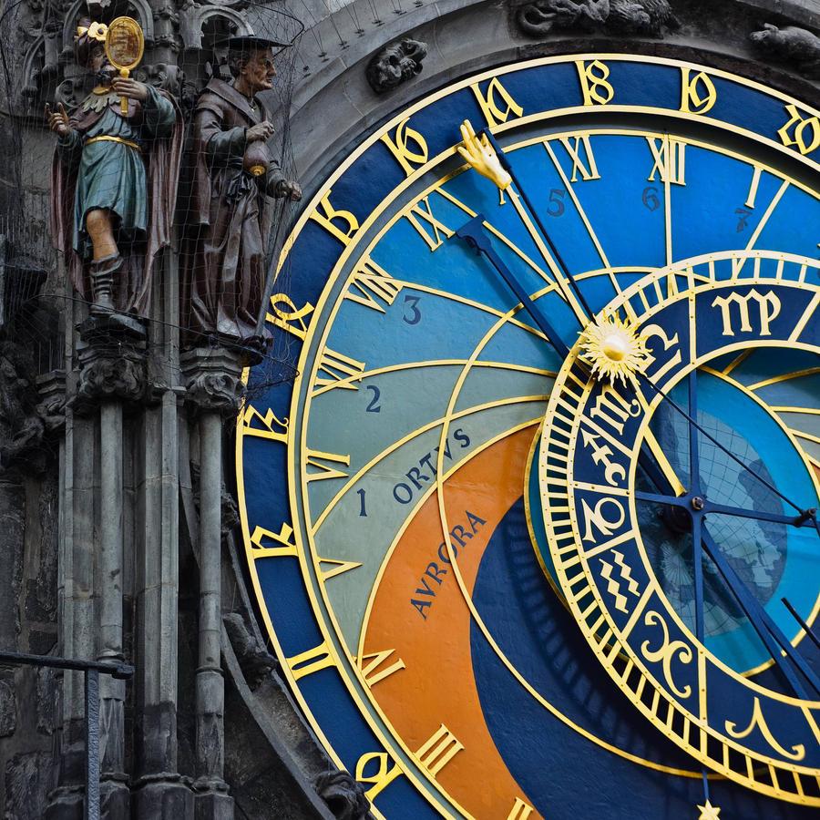 http://fc02.deviantart.net/fs71/i/2010/082/9/a/Prague__s_time_by_Gutkin.jpg