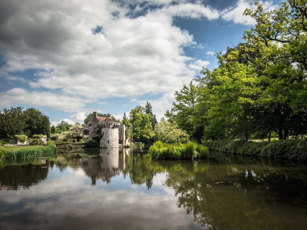 Scotney Reflections by amipal