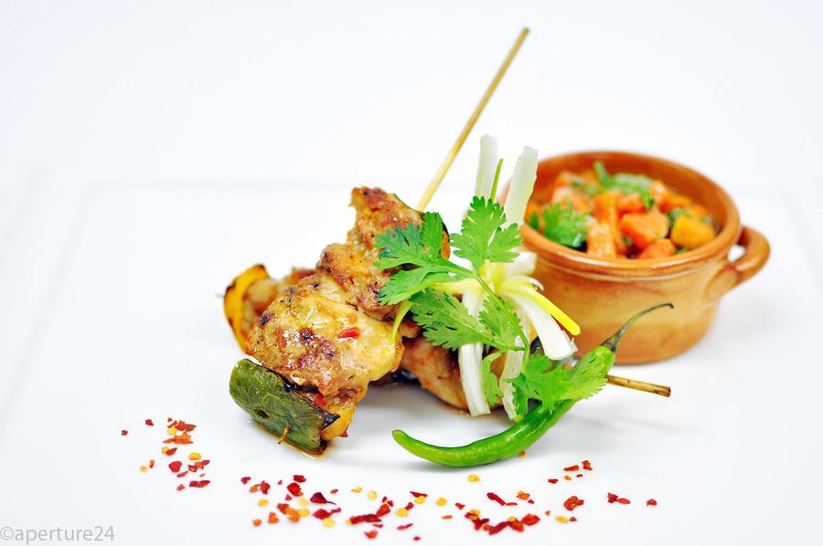 chicken skewer, papaya salsa by aperture24