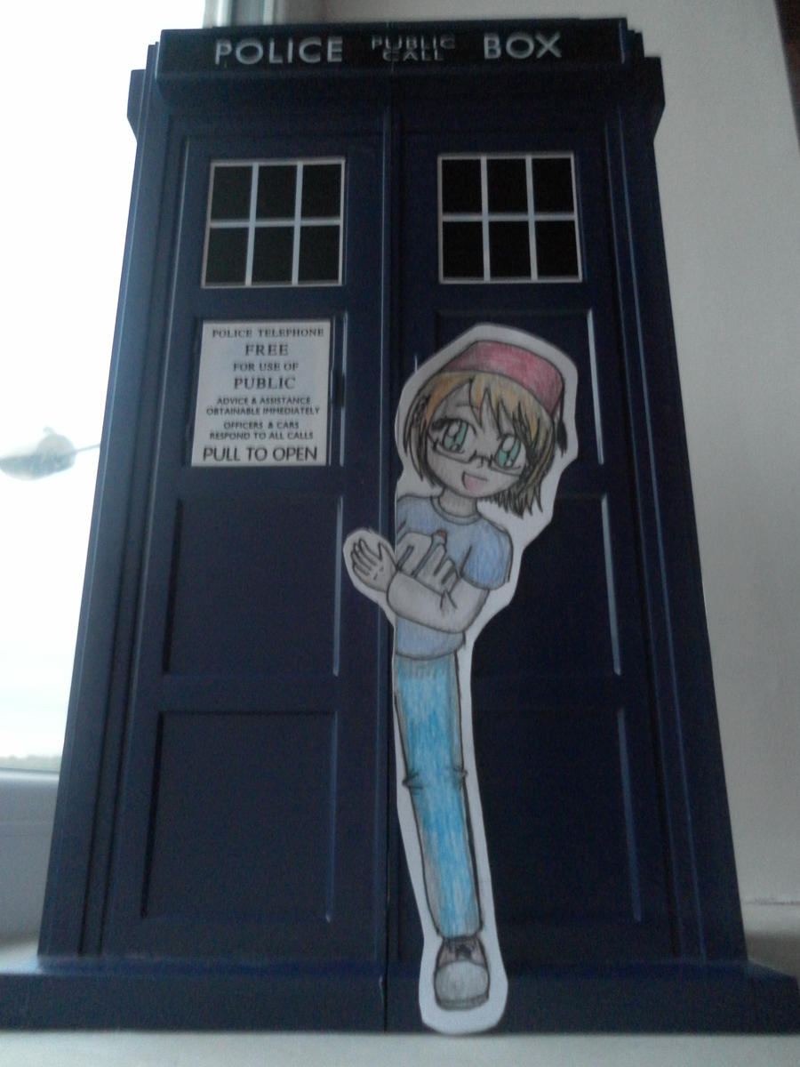 Paper Child: Cay's TARDIS by lillilotus