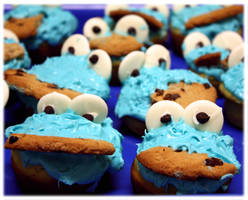 C is for Cookie Monster Cupcakes! by Speechlessly