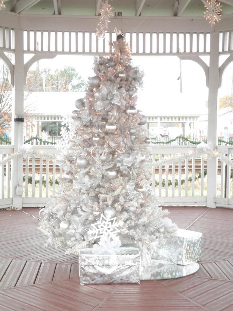 White Christmas Tree by HybridPersonality