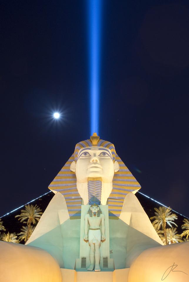 Sin City Sphinx by xjoelywoelyx