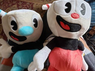 Cuphead: Mugman and Cuphead plushies! by thesmilingartist