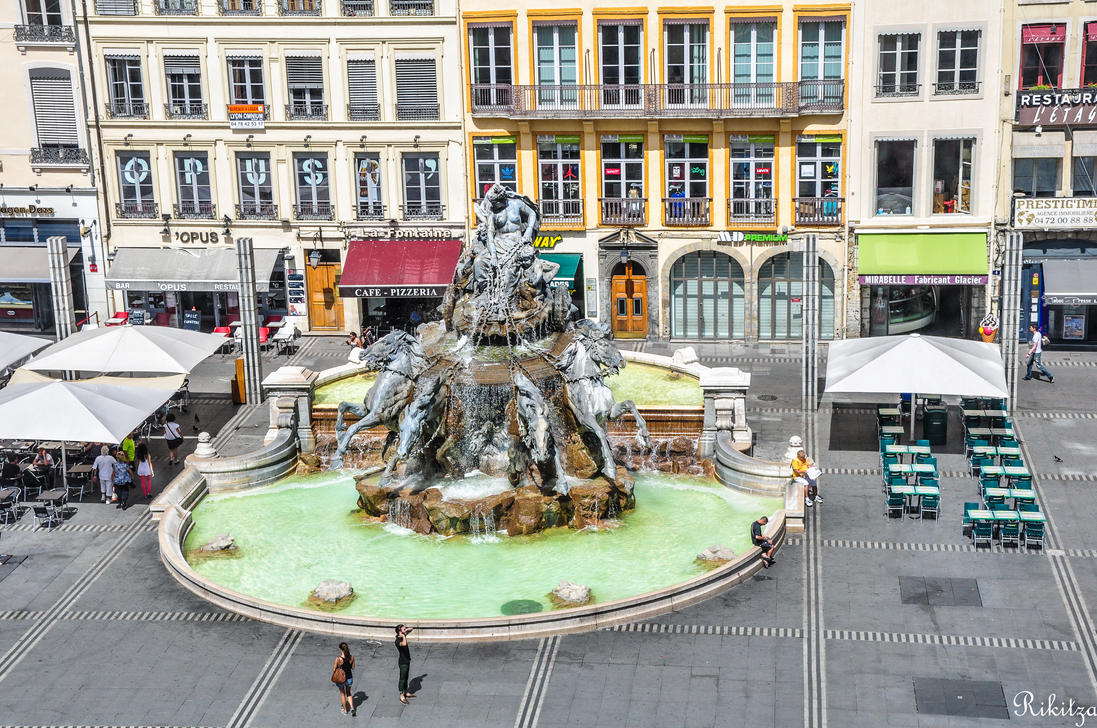 Fountain in Lyon by Rikitza