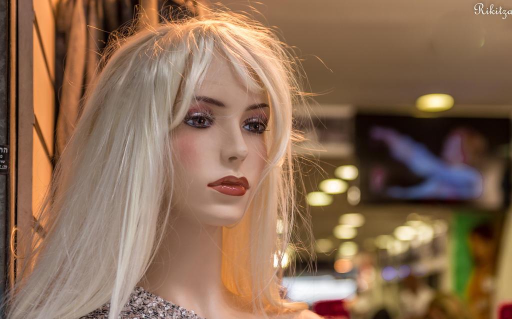 Lusty close-up series -blonde dream in Tel Aviv by Rikitza