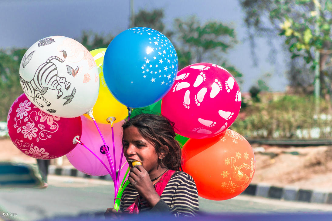 Incredible India - the girl with the baloons by Rikitza