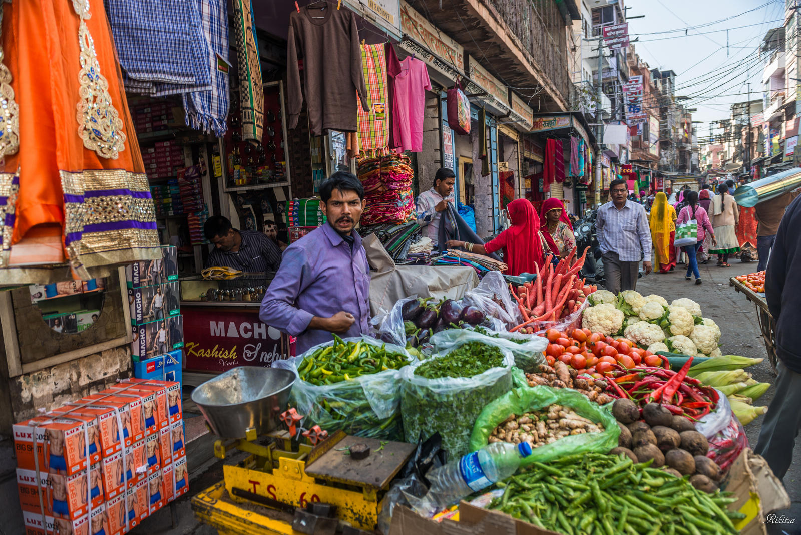 Incredible India - street view in Jodhpur by Rikitza