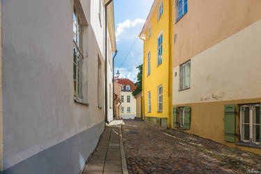 alley in Tallinn by Rikitza