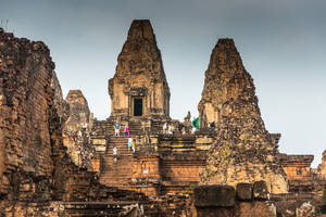 khmer imperium - people and antiques at Angkor by Rikitza