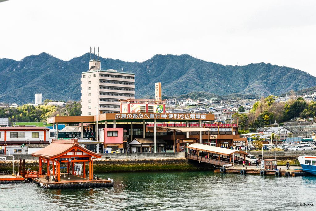 pontoon in Japan by Rikitza