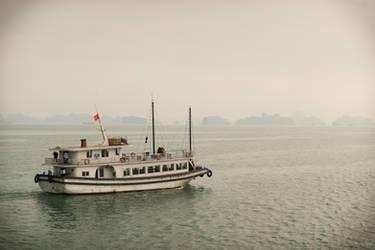 good morning Vietnam - morning in the gulf by Rikitza