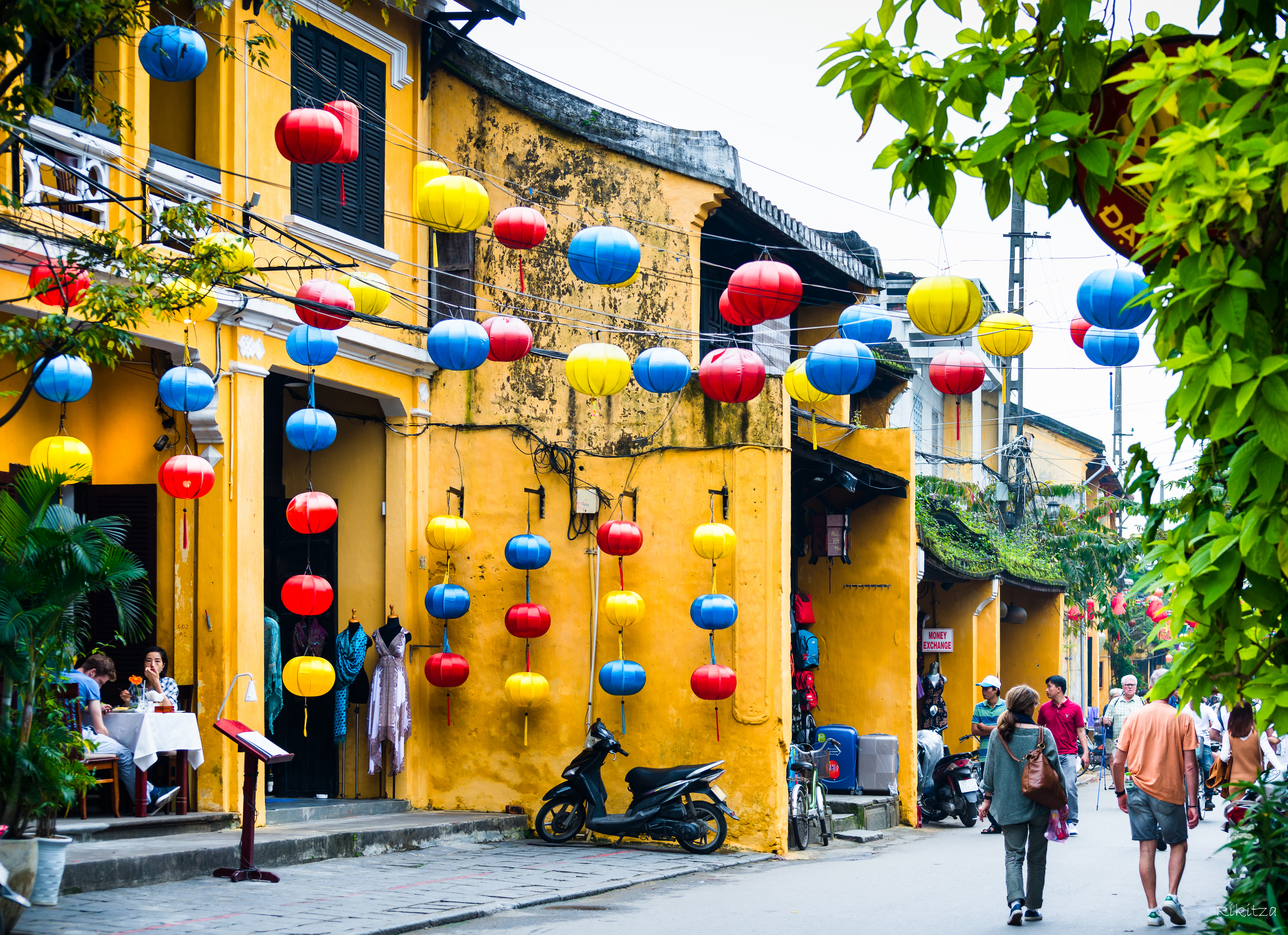 good morning Vietnam - colors in Hoi An by Rikitza