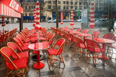 Paris the city of lights - red rain by Rikitza