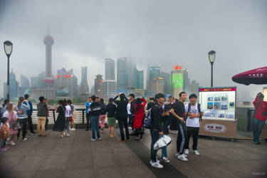 surprising China - people on the Bund by Rikitza