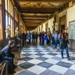 attention at Uffizi by Rikitza