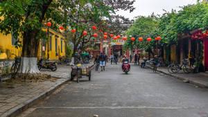 Good morning Vietnam - street scene in Hoi An