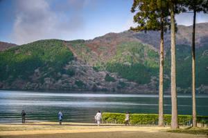 enjoying the Hakone lake