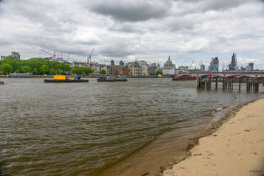 the Thames shore in the city