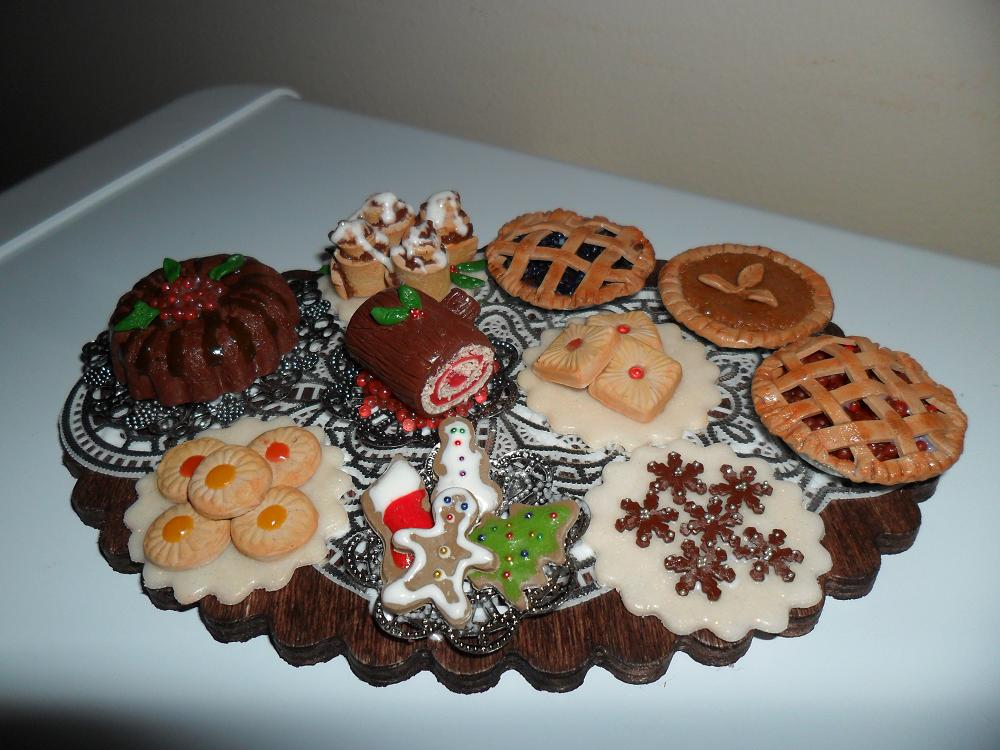 Mini Christmas Dessert Table by kayanah
