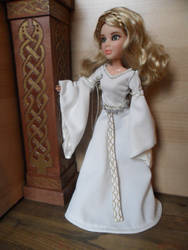 Eowyn's White Gown by kayanah