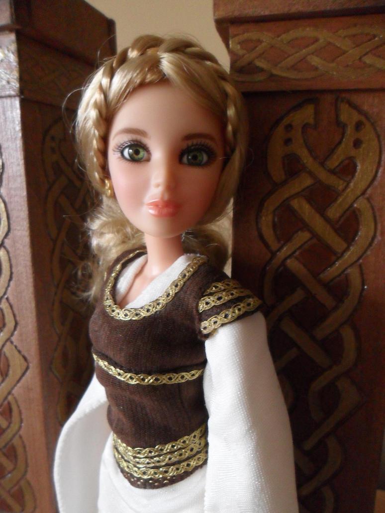 Eowyn's Shieldmaiden gown #2 by kayanah