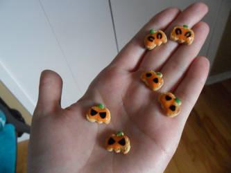 Mini Pumpkin Cookies by kayanah