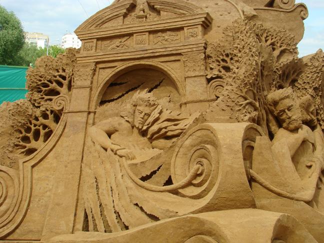 http://fc01.deviantart.net/fs25/f/2008/152/9/3/Sand_sculptures_7_by_MAnimeX.jpg