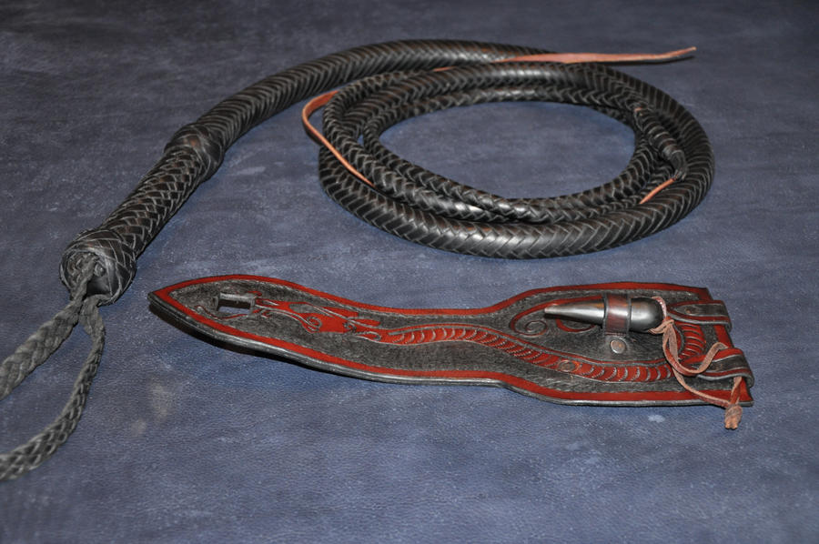 Belt holder for bullwhip by Jonzou