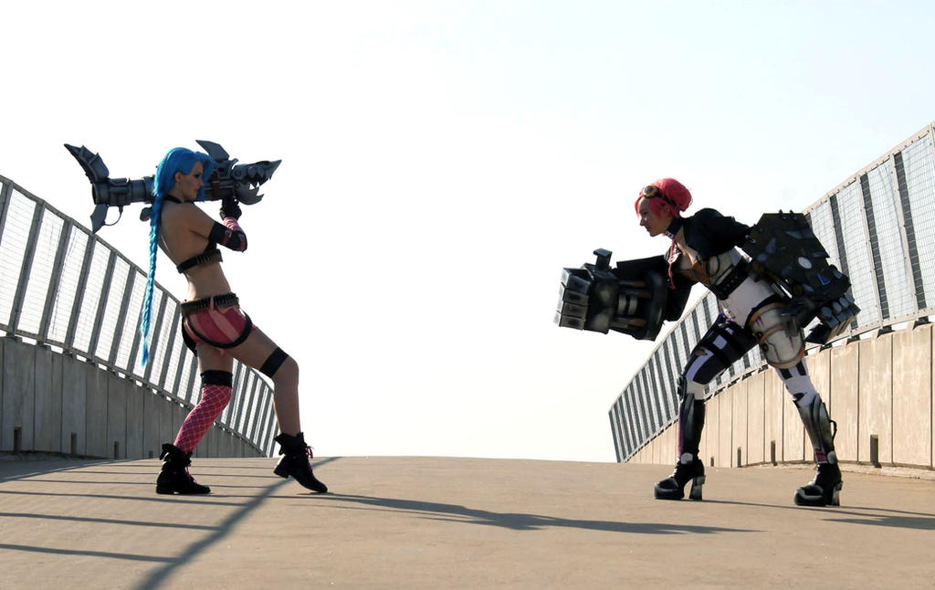Jinx vs Vi by Kinpatsu-Cosplay