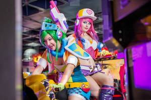 Arcade Miss Fortune and Riven - League of Legends by Kinpatsu-Cosplay