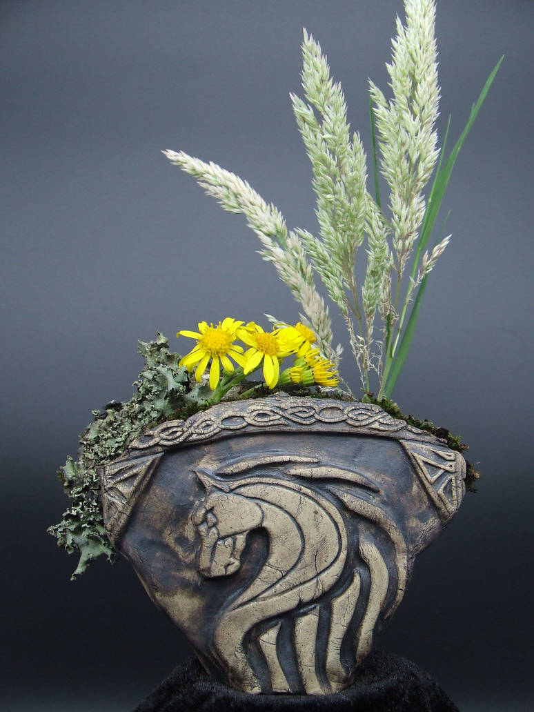 Riders of Rohan design Kusamono bonsai pinch pot