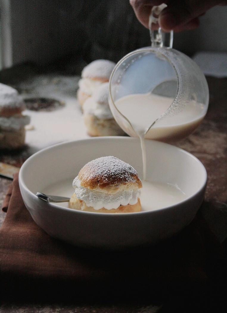 Hetvagg / Semla Buns in Hot Milk by sasQuat-ch