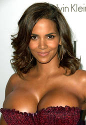 Halle Berry on stage by mpcato234