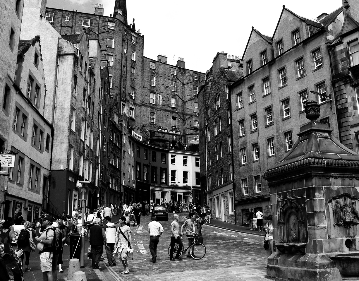 Edinburgh Streets by willmeister42