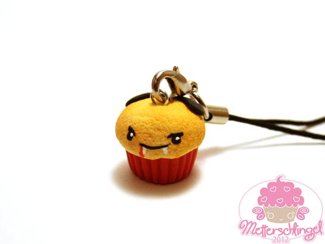 Vampire Cupcake Charm by Metterschlingel