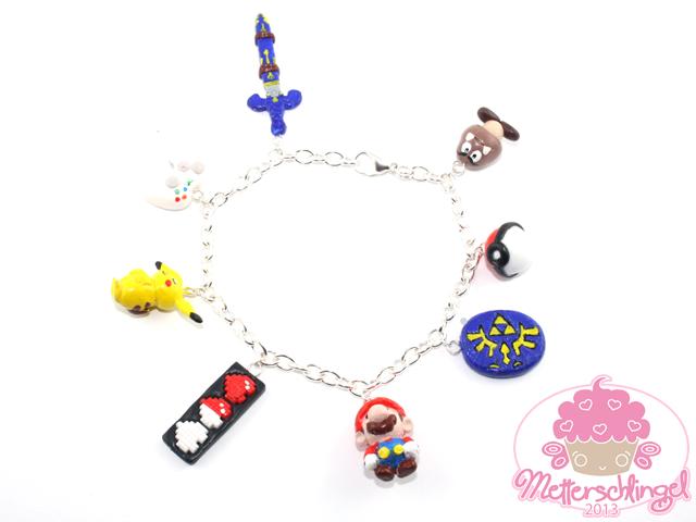 :COM: Charm Bracelet by Metterschlingel