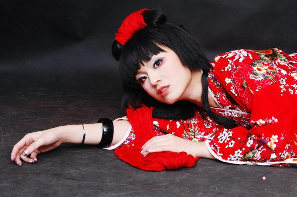 http://fc34.deviantart.com/fs12/i/2006/323/f/0/Ayumi_geisha_3_by_angelcurioso.jpg