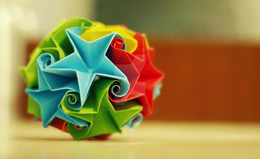 star curler ball / kusudama by leezarainboeveins