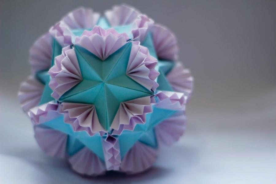 floral globe ( tomoko fuse) by leezarainboeveins