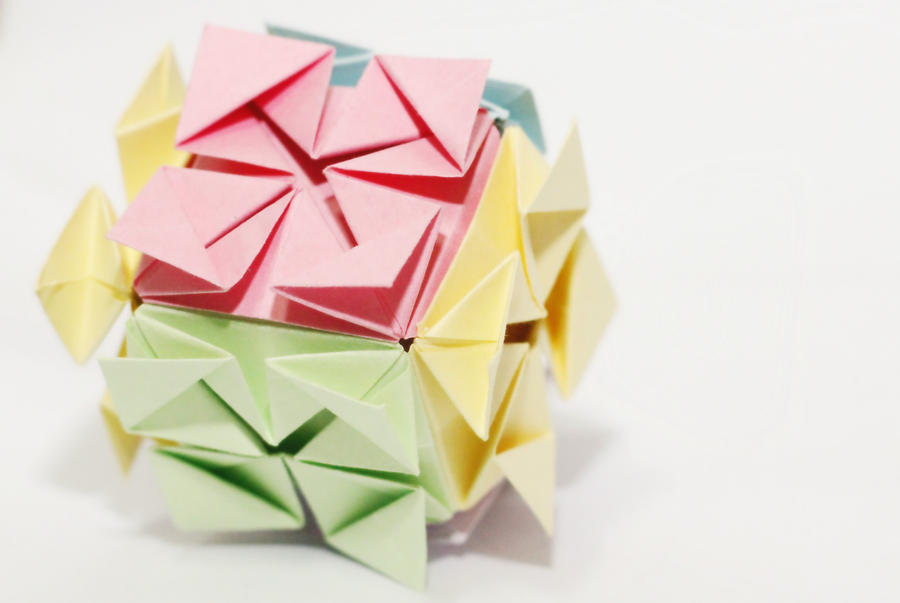 flower cube by leezarainboeveins